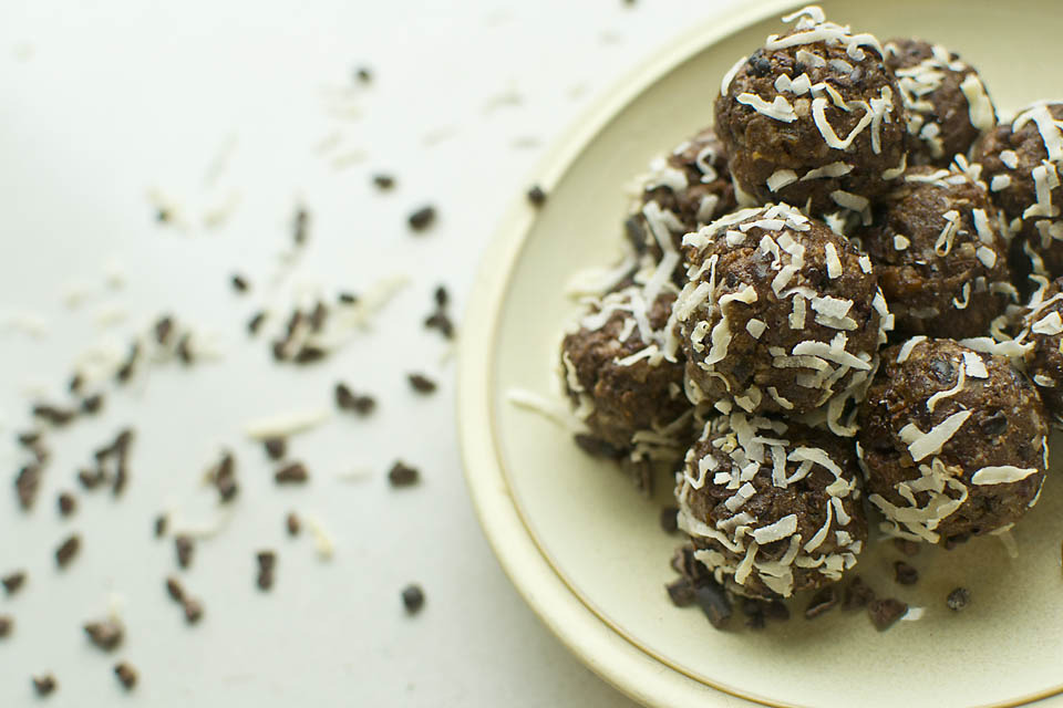 Ch'almost Chocolate Power Balls - Gluten free, vegan, raw, healthy chocolate snacks